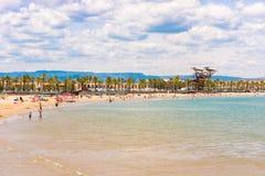 Linii brzegowej Costa Dorada, plaża w losie angeles Pineda, Tarragona, Catalunya, Hiszpania Odbitkowa przestrzeń dla teksta Obraz Royalty Free