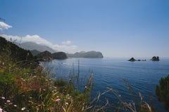 Linii brzegowej i Adriatyckiego morza widok blisko Petrovac Fotografia Royalty Free