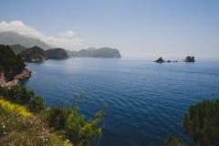 Linii brzegowej i Adriatyckiego morza widok blisko Petrovac Obrazy Stock