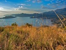 linii brzegowej Montenegro zmierzch Zdjęcia Royalty Free