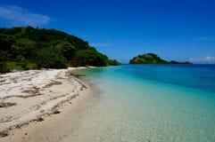 Linii brzegowej turkusowa tropikalna wyspa zdjęcia royalty free