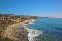 Linii brzegowej zatoczki Krystaliczny newport beach Kalifornia Obrazy Stock