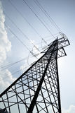 Linii energetycznej pilon na słonecznym dniu Fotografia Royalty Free