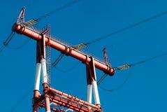 Linii energetycznej zakończenie na nieba tle, zdjęcie royalty free