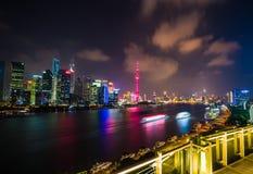 Linii horyzontu nocy widok na Pudong Nowym terenie, Szanghaj Zdjęcia Stock