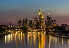 Linii horyzontu odbicie na Głównej rzece, Frankfurt, Niemcy Obrazy Royalty Free