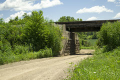 Linii kolejowej Bridżowy pobliski Zaniechany miasteczko Metz, Iowa Zdjęcia Stock