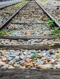 Linii kolejowej podróż przez staci kolejowej Fotografia Royalty Free