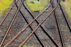 Linii kolejowej skrzyżowanie na żwirze w świetle słonecznym Obraz Royalty Free