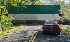 Linii kolejowej skrzyżowanie na okręg administracyjny drodze obrazy royalty free