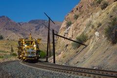 Linii kolejowej utrzymania pojazd przy pracą obraz royalty free