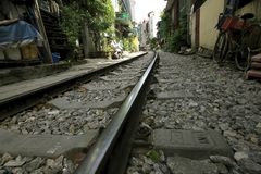 Linii kolejowych przepustki w mieście zdjęcia royalty free
