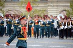 Liniowi żołnierze podczas parady dedykującej zwycięstwo w wielkiej Patriotycznej wojnie na placu czerwonym Zdjęcia Royalty Free