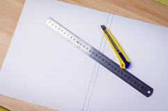 Linjal för pappers- skärare royaltyfria bilder