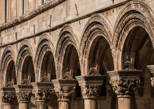 Linje av bågar i Dubrovnik, Kroatien Arkivbild