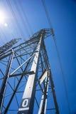 Linje av det elektriska tornet för metall Royaltyfri Bild