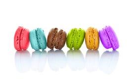 Linje av färgrika macarons Fotografering för Bildbyråer