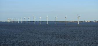 Linje av Köpenhamnen Tom Wurl för vindturbiner Royaltyfria Bilder