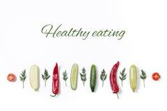 Linje av olika grönsaker och frukter arkivfoto