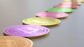 Linje av Vibrantly kulöra Bitcoins på enkla ljusa Grey Surface Stock Illustrationer