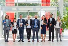 Linje för anseende för leende för grupp för affärsfolk lycklig på det moderna kontoret, Businesspeoplerad Royaltyfri Fotografi