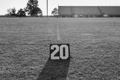 Linje för gård tjugo markör och linjen för gård tjugo i svartvitt Arkivfoto