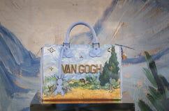 Linje för målning för Louis Vuitton kvinnapåse Van Gogh Arkivbilder