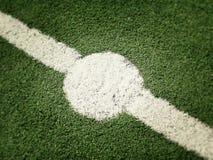 Linje för mitt för fotbollfält Royaltyfria Bilder