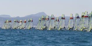 linje för regatta för grupp 49erÂ's startande Royaltyfri Fotografi