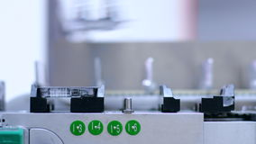 linje farmaceutisk produktion Medicinpacke på tillverkningslinje på växten stock video