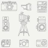 Linje plan vektorsymbolsuppsättning med retro parallella filmkameror Fotografi och konst Photocamera för reflex 35mm Tecknad film royaltyfri illustrationer