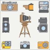 Linje uppsättning för symbol för lägenhetfärgvektor med retro parallella filmkameror Fotografi och konst Photocamera för reflex 3 royaltyfri illustrationer
