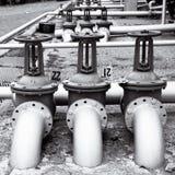 Linje ventiler för fossila bränslenrör Arkivbilder