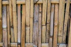 Linjen av brunt trä Arkivfoto