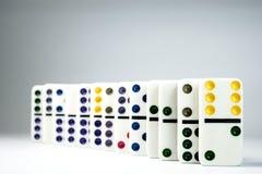 Linjen av dominobricka Royaltyfri Bild