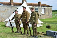 Linjen av krig för värld tre ett tjäna som soldat i rad Arkivbild