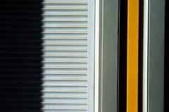 Linjer av rullgardiner på väggen Fotografering för Bildbyråer
