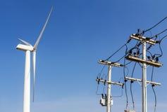 linjer driver transportering av turbinwind Arkivfoto