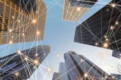 Linjer för anslutning för Digitalt nätverk av arkitekturer, skyskrapor royaltyfri fotografi