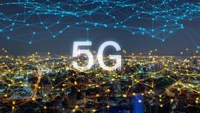 Linjer för anslutning för Digitalt nätverk av 5G, i stadens centrum Bangkok stad, Thailand Finansiell områdes- och affärsmitt i f royaltyfria bilder