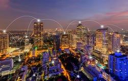 Linjer f?r anslutning f?r Digitalt n?tverk av Sathorn, Bangkok centrum, horisont av Thailand Finansiell omr?des- och aff?rsmitt i arkivfoton