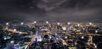 Linjer för anslutning för Digitalt nätverk av Sathorn, Bangkok centrum, Thailand Finansiell områdes- och affärsmitt i smart stads royaltyfria foton