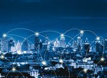 Linjer för anslutning för Digitalt nätverk av Sathorn, i stadens centrum Bangkok f royaltyfri bild