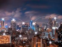 Linjer för anslutning för Digitalt nätverk av Sathorn, i stadens centrum Bangkok f arkivbilder