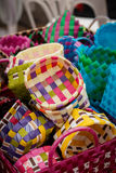 Linjer för plast- för korgväv Korgarna är publicforförsäljning Royaltyfri Bild