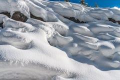 Linjer och designer i snön Arkivfoton