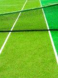 Linjerna skär av tennisbanan Royaltyfria Bilder