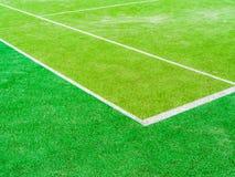 Linjerna skär av tennisbanan Arkivfoton