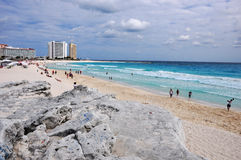 Linke Ansicht eines mexikanischen Strandes Stockfotos