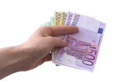 Linke Hand, die Geld gibt. Stockfoto